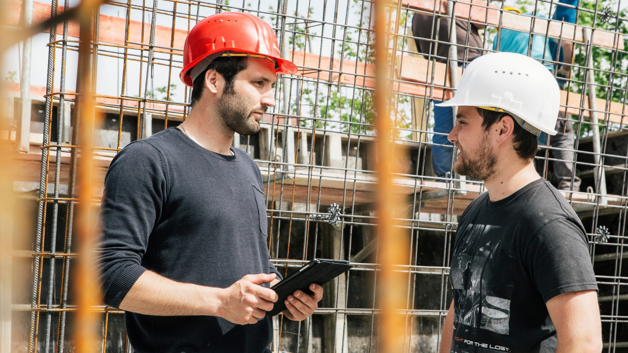 Header: Capmo digitalisiert die Baubranche. Die Capmo Software in Anwendung